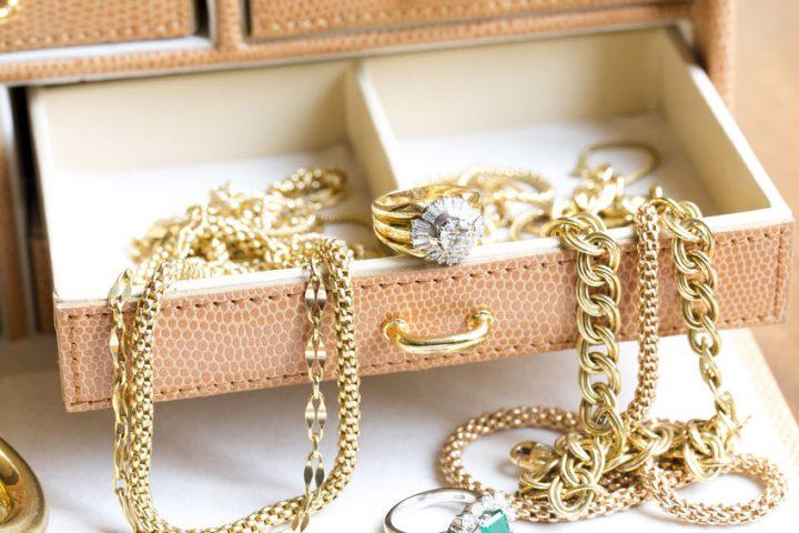 Investir dans les bijoux et l'or: comment procéder?